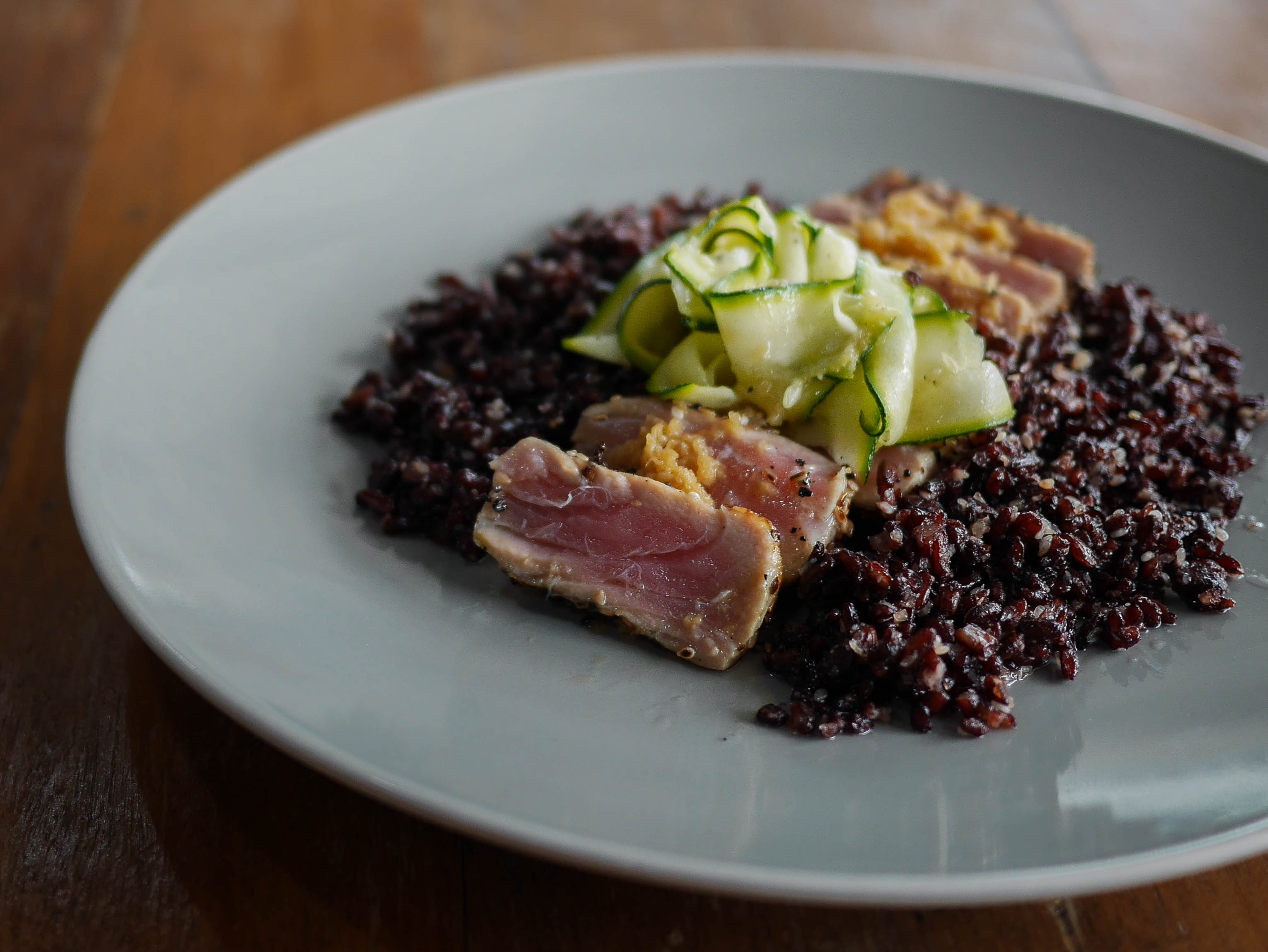 peppercorn and sesame crusted tuna with black rice