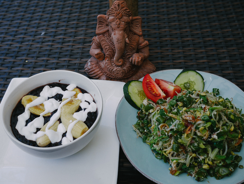 32 food black rice pudding and urap urap sayur